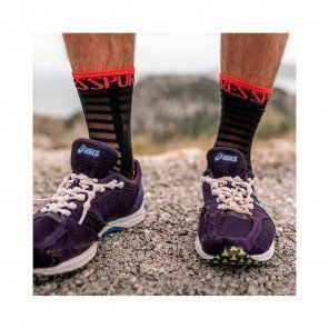 COMPRESSPORT Chaussettes PRO SOCKS RACING V3.0 ULTRALIGHT RUN HIGH | Noir et Rouge